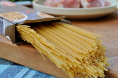 spaghetti cu porc si ceapa verde 01
